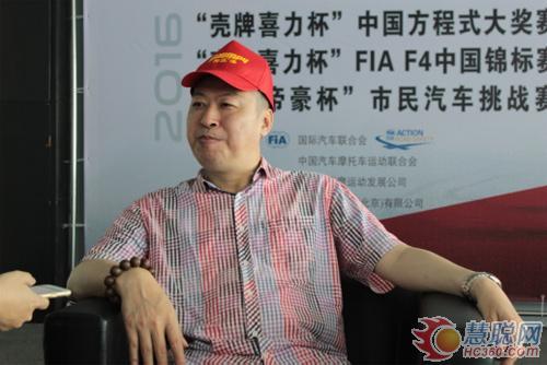 明邦汽车漆营销负责人郑总接受媒体采访